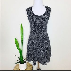 SILENCE + NOISE Size M Black White Dress